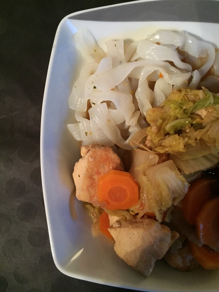 Wok de Konjac, chou chinois, poulet et carottes hyper léger !!
