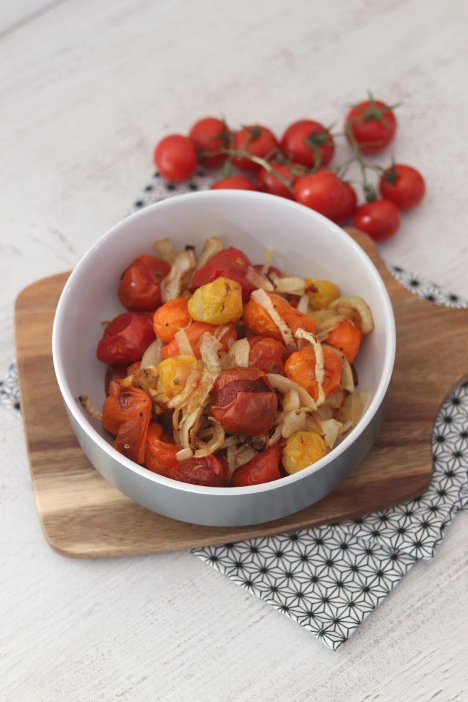 Tomates et oignons rôtis au four