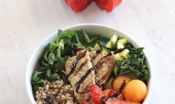 Salade de quinoa, melon, courgette, sardines grillées